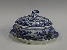 A Chinese export porcelain small two handled oval