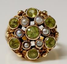 A Victorian 9ct gold peridot and seed pearl ring the circular setting set c