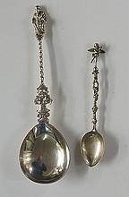 A late Victorian apostle spoon, the terminal depicting Saint Peter holding