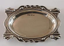 An Edwardian Art Nouveau trinket dish, the upper rim chased and embossed wi