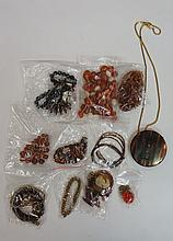 A bag of vintage and modern costume jewellery to include: a selection of lo