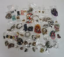 A bag of vintage and modern costume jewellery to include: variously multi-c