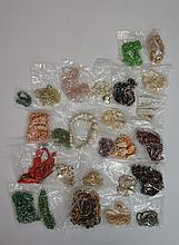 A bag of vintage and modern costume jewellery to include: a jadeite? large