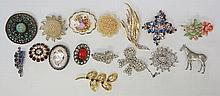 A bag of vintage and modern brooches, to include various jeweled gold tone