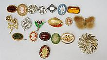 A bag of vintage and modern brooches, to include a fur butterfly,  multiple