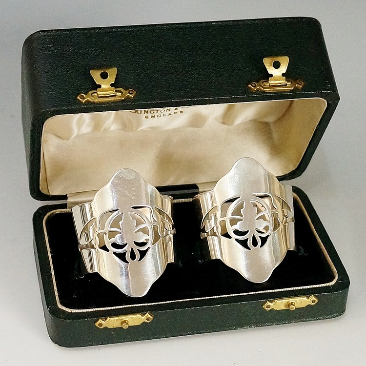 A pair of napkin rings, stylised foliate pierced detailing to fronts of bod