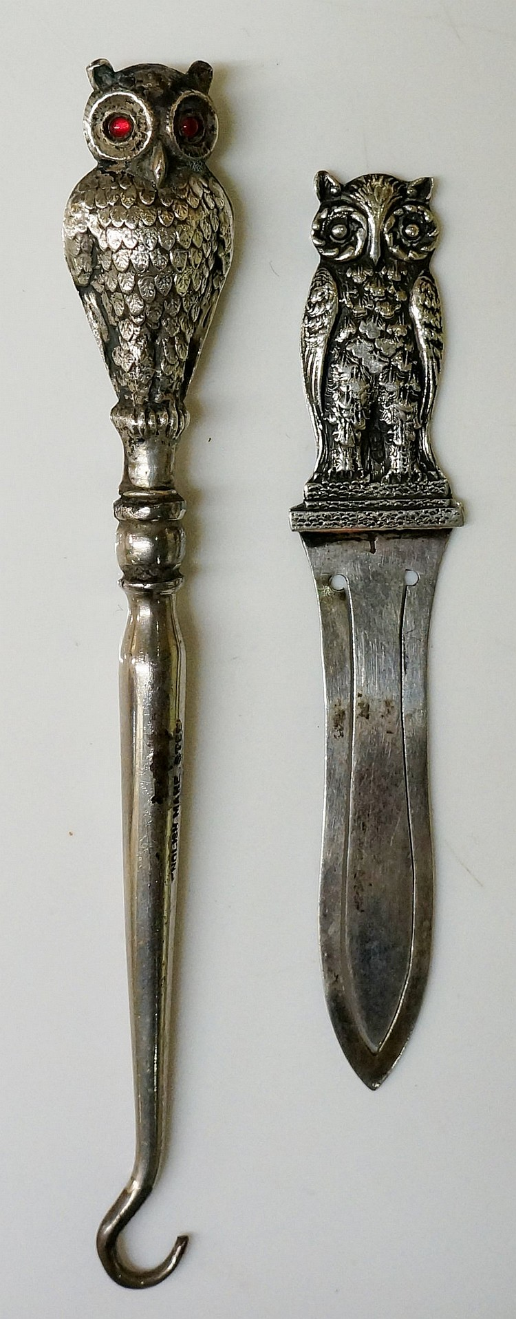 An Edwardian double sided owl buttonhook, one with yellow eyes, the reverse