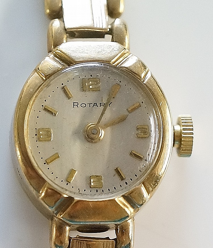 A ladies 9ct gold Rotary wristwatch, the champagne dial inscribed Rotary wi