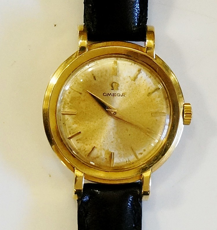 An 18ct yellow gold ladies wristwatch, the dial with bar numerals inscribed