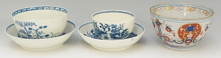 An 18th Century Caughley blue and white saucer, 13cm diameter, crescent mar