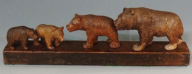 Black Forest - a family of four carved bears, 21cm wide, early 20th Century