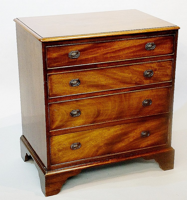 A 19th Century mahogany small chest of drawers, the rectangular top with mo