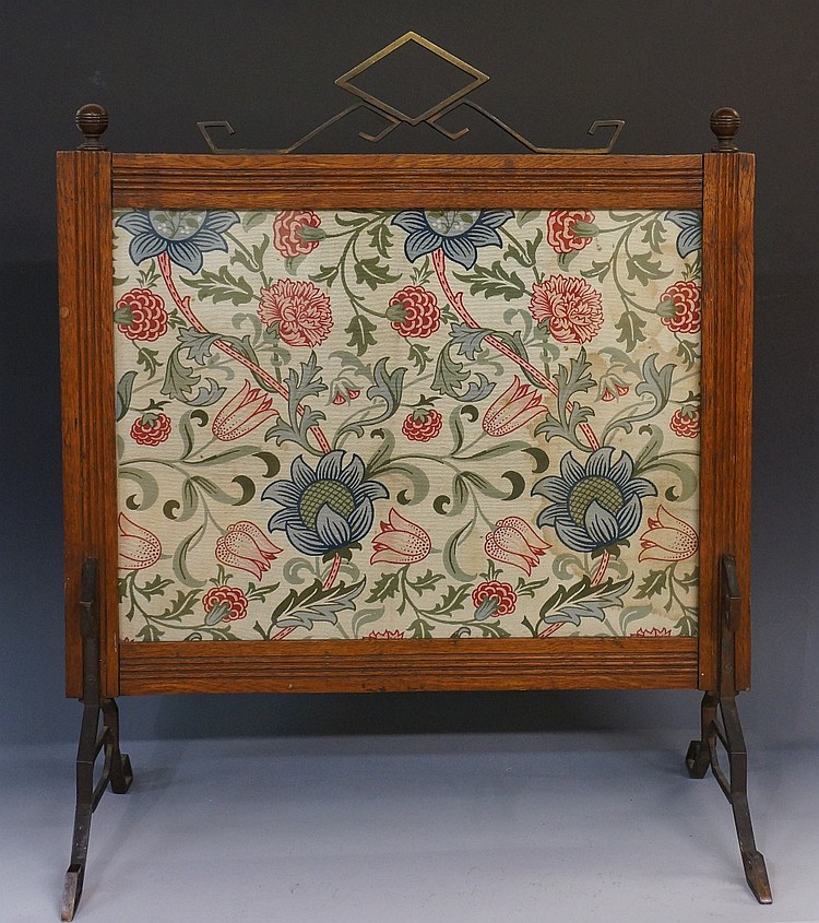 An Arts & Crafts oak fire screen with William Morris cotton panel, brass ca