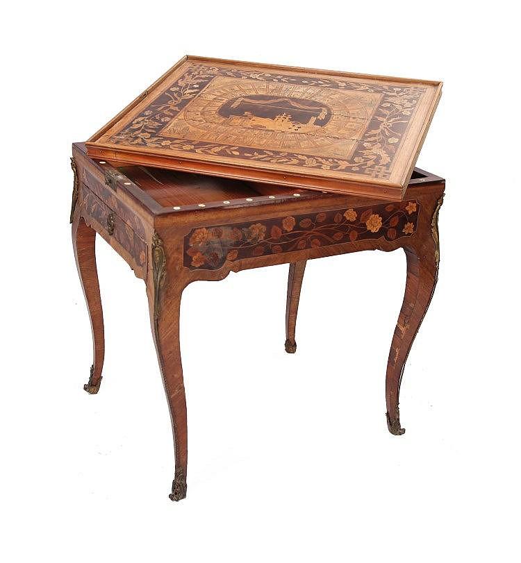 Table à jeux en bois de rose et marqueterie de fleurs, le pl