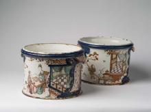 PAIR OF RARE DUTCH DELFT IMARI TWO-HANDLED ICE BUCKETS OR CACHE POTS, POSSIBLY ADRIAEN PYNACKER, 1690-1710.
