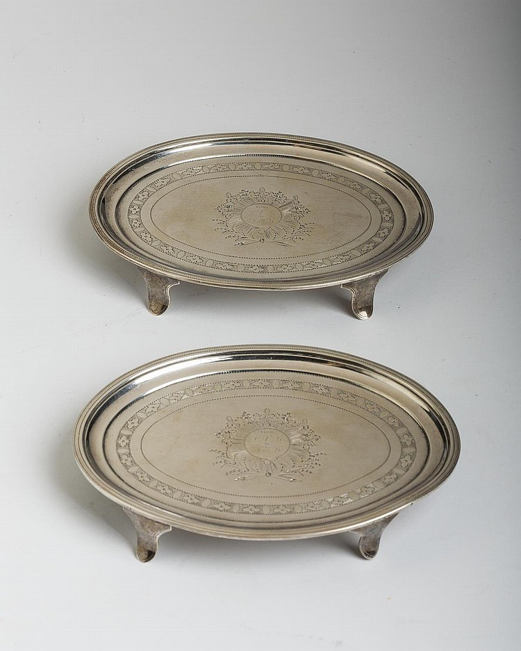 PAIR OF GEORGE III IRISH SILVER OVAL TEAPOT STANDS, ROBERT BREADING, DUBLIN, 1803.