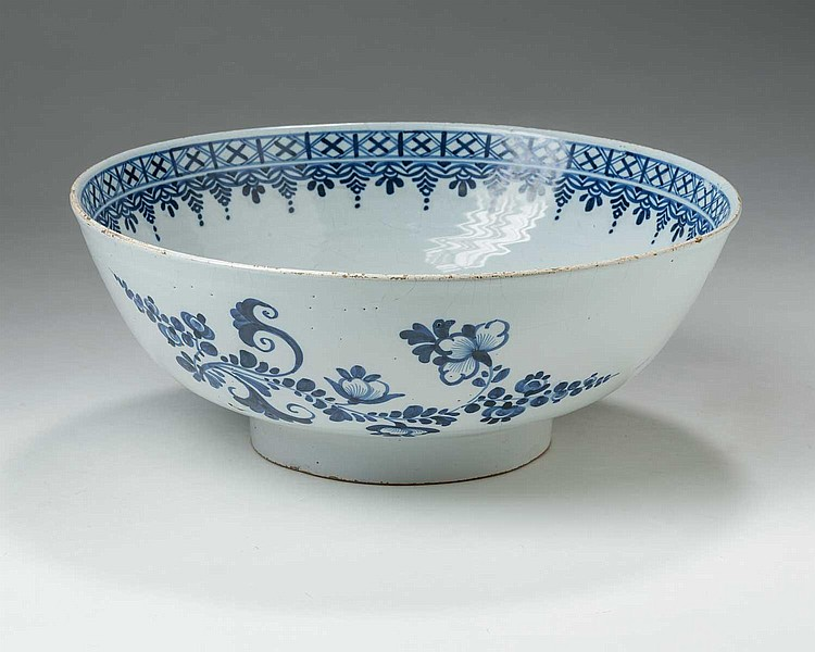 LONDON DELFT BLUE AND WHITE BOWL, CIRCA 1780.