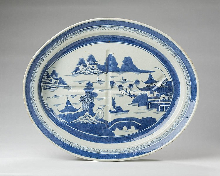 CANTON PORCELAIN BLUE AND WHITE WELL-AND-TREE PLATTER, NINETEENTH CENTURY.