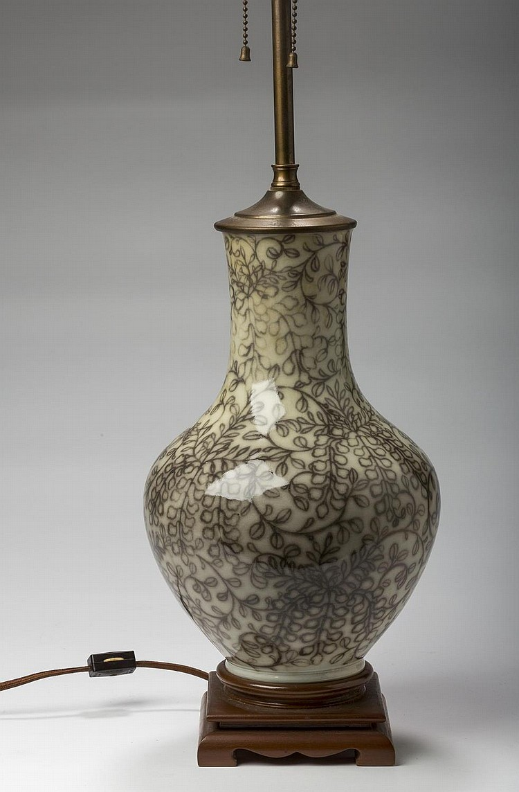 CHINESE PORCELAIN VASE, NOW MOUNTED AS A LAMP.