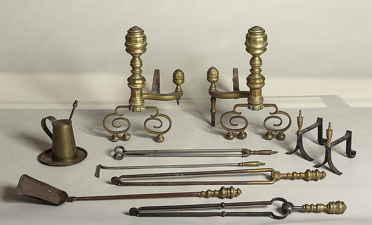 PAIR OF FEDERAL BRASS ANDIRONS, PHILADELPHIA OR NEW YORK, NINETEENTH CENTURY.