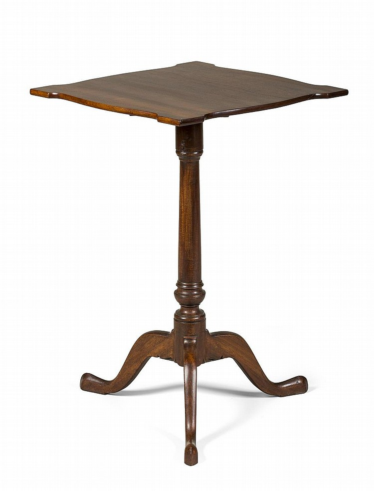 MASSACHUSETTS FEDERAL MAHOGANY TILT-TOP CANDLESTAND WITH SHAPED TOP, TURNED PEDESTAL AND CABRIOLE LEGS ENDING IN SNAKE FEET.