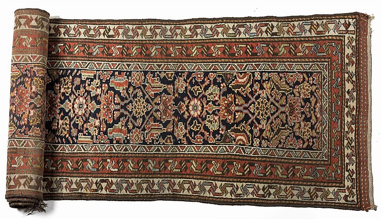 NORTHWEST PERSIAN RUNNER, EARLY TWENTIETH CENTURY.