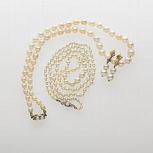 TWO SINGLE-STRAND PEARL NECKLACES WITH GOLD CLASPS.