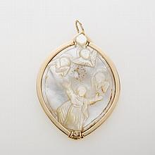 CARVED MOTHER-OF-PEARL AND 18K GOLD PENDANT.