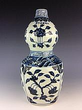 Chinese blue and white porcelain double gourd bottle, six character mark .