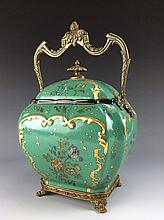 18thC Chinese export Fine Chinese porcelain large pot, decorated