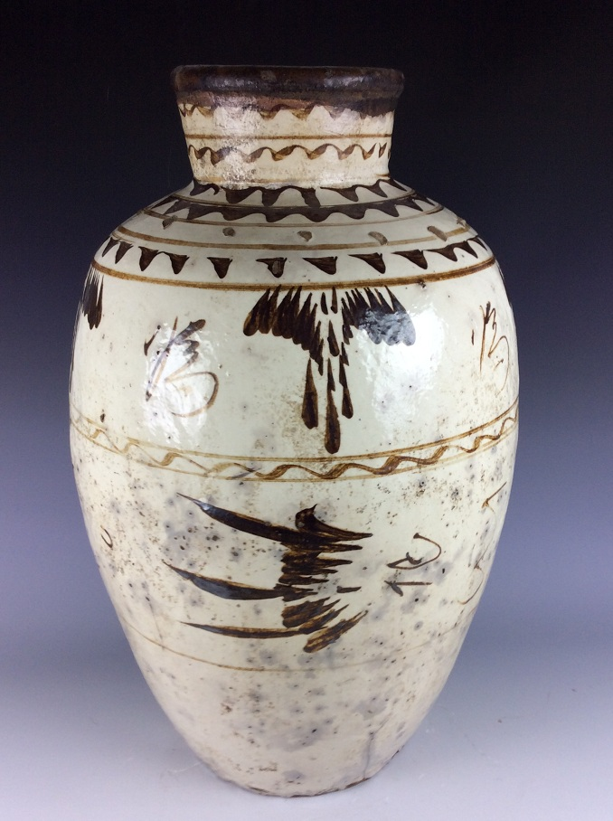 Large Vinatge Song / Yuan Chinese porcelain jar, Ciahou ware, decorated