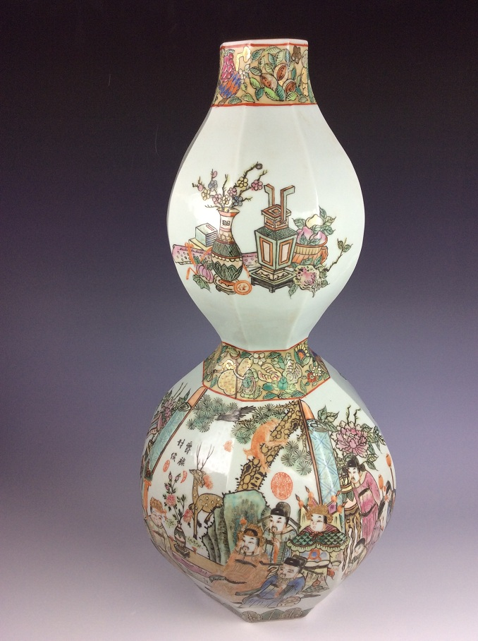 Very rae 19C Chinese porcelain vase, Famille rose glazed, decorated, marked