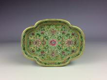 Fine 19C Chinese porcelain plate, lotus shape, famille rose decorated on green glazed, marked.