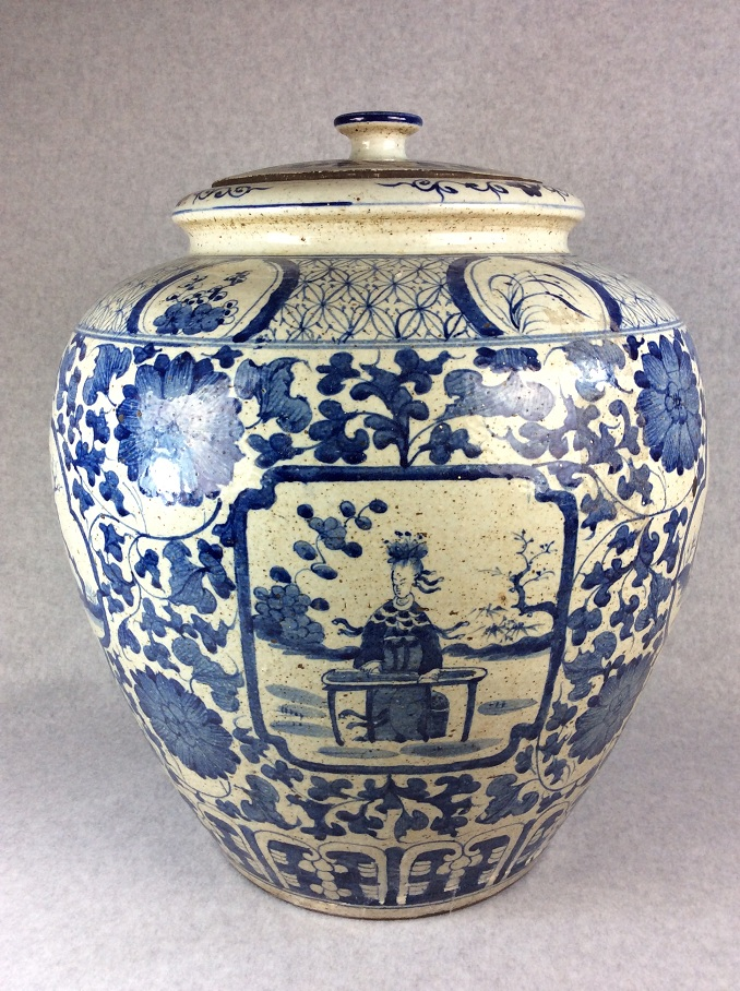 Very rare 13th Century Ming Dynasty Chinese large porcelain blue & white pot, decorated with buty in garden