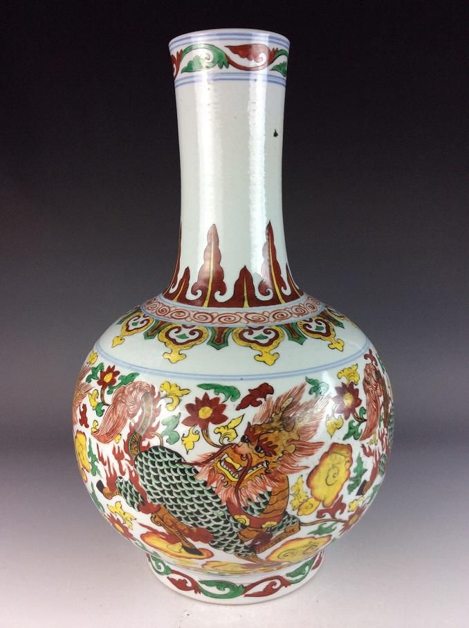 Large Chinese porcelain vase, famille rose glazed