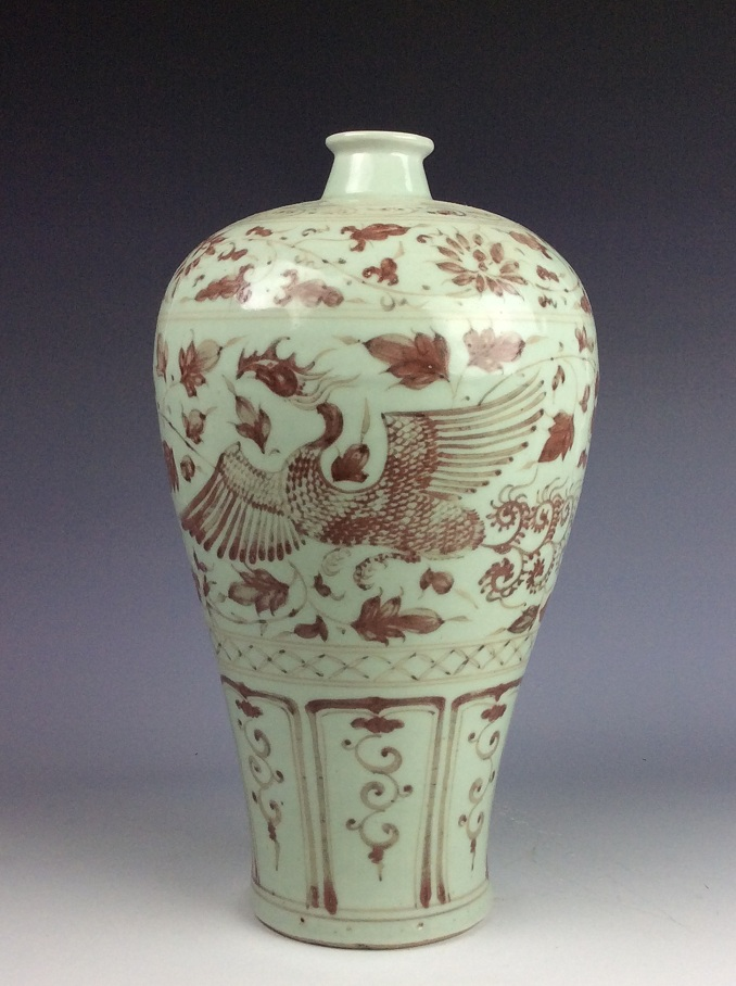 Fine Chinese porcelain Ming style vase, underglaze-red glazed, decorated