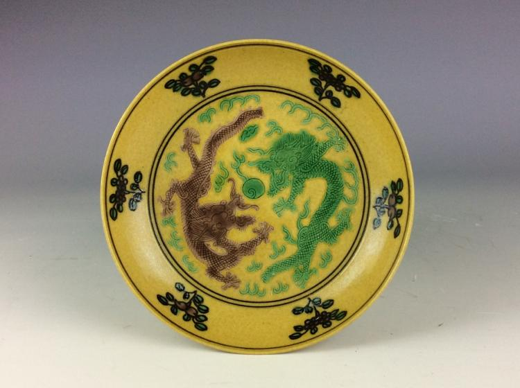 Late Qing Chinese Verte (3 colors) porcelain plate, yellow groung with green & brown glazed, decorated & marked