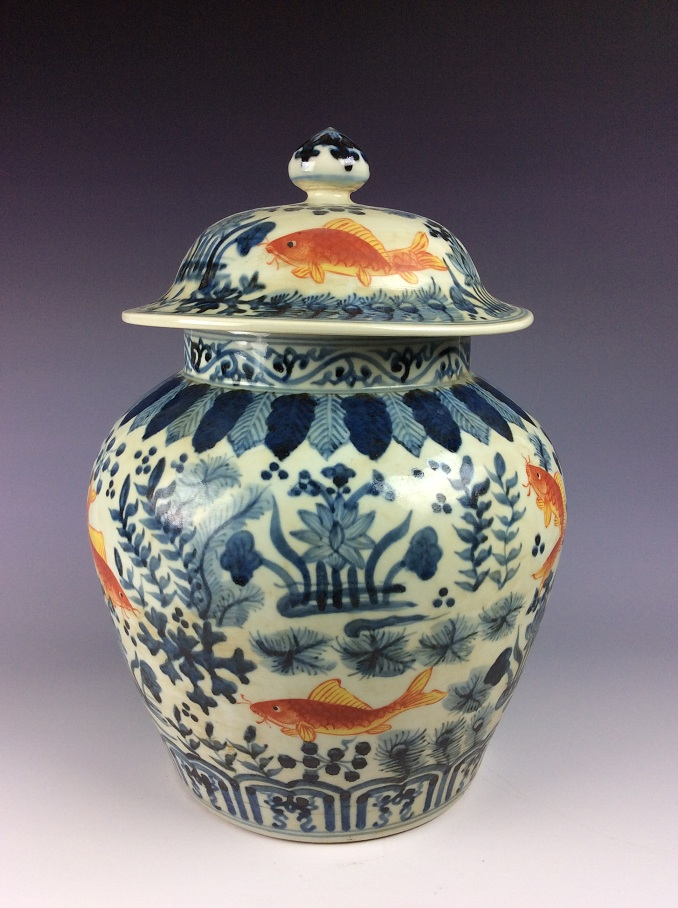 FineChinese porcelain jar with lid, Wucai glazed, decorated and marked