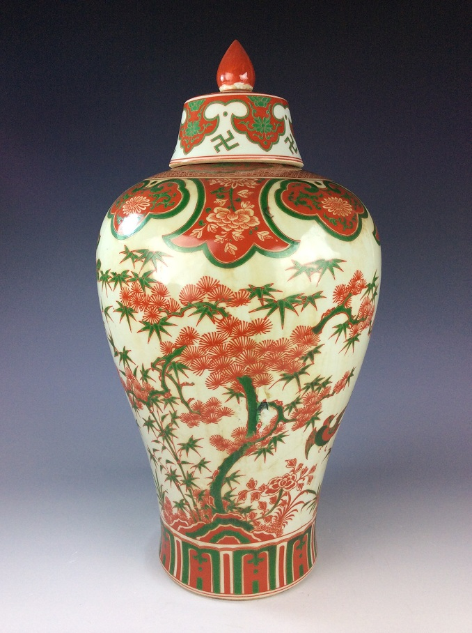Rare Chinese Ming Wucai style porcelain vase, marked, decorated