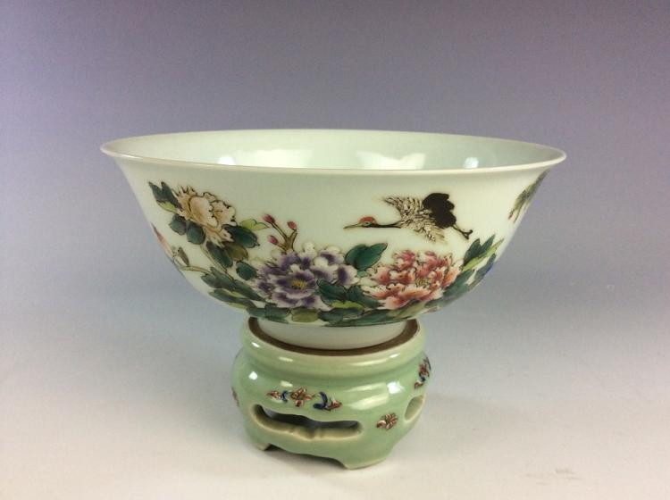 Fine Chinese porcelain famille rose glazed bowl, with seat & marked