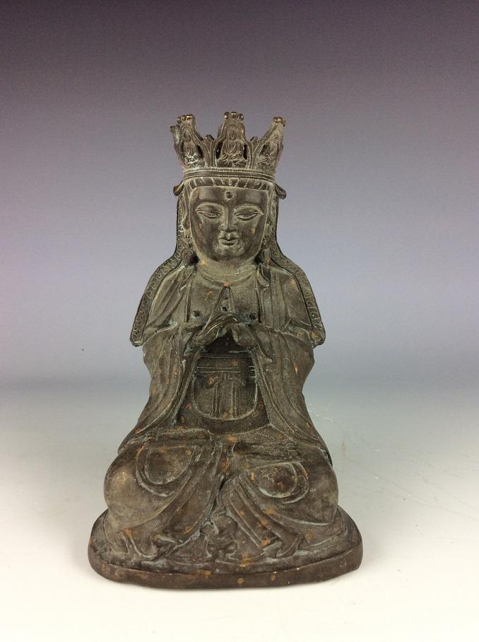 Vintage Chinese bronze buddha status, gilted