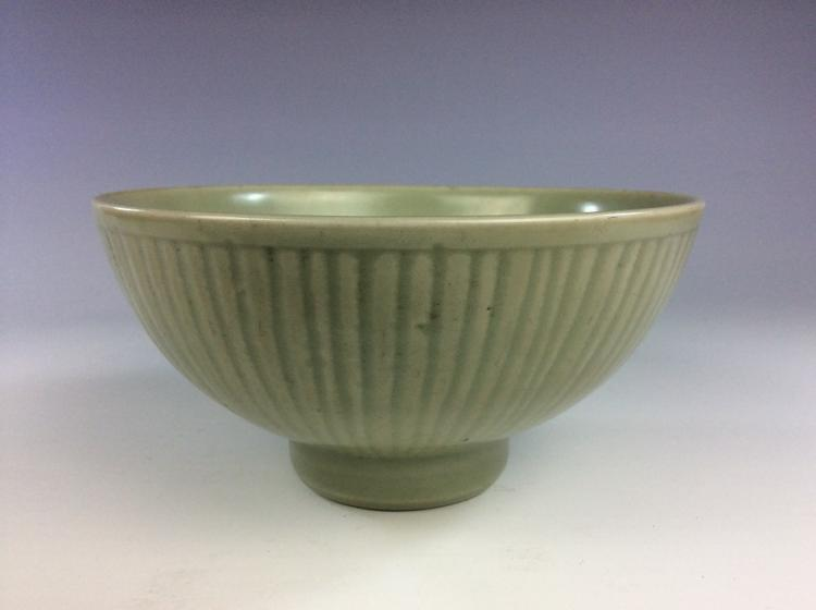Vintage Yuan Lomngqoan style Chinese porcelain celadon glazed
