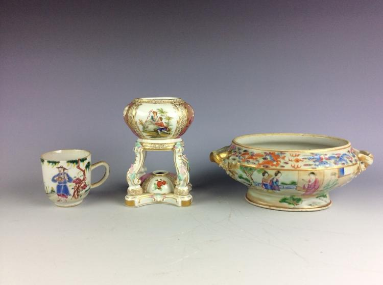 A set of 3 pieces, two were Chinese exported porcelain cupand bowl, famille rose glazed, decorated