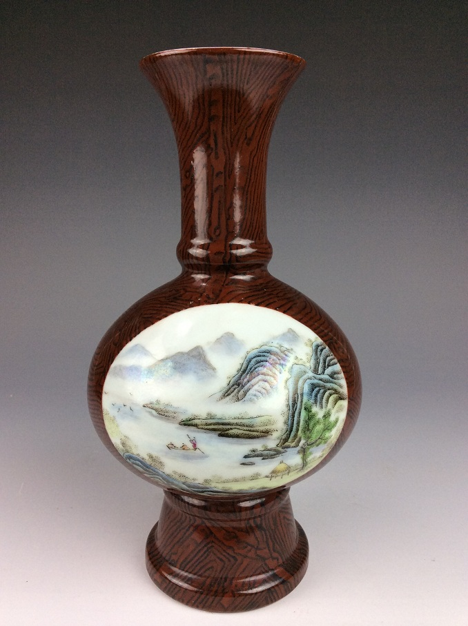Rare Chinese porcelain vase with panel of landscaping pattern, marked