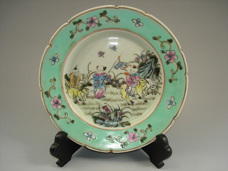 Late Qing Fine Chinese famille rose plate