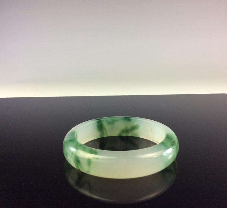 Fine Chinese jade bangle