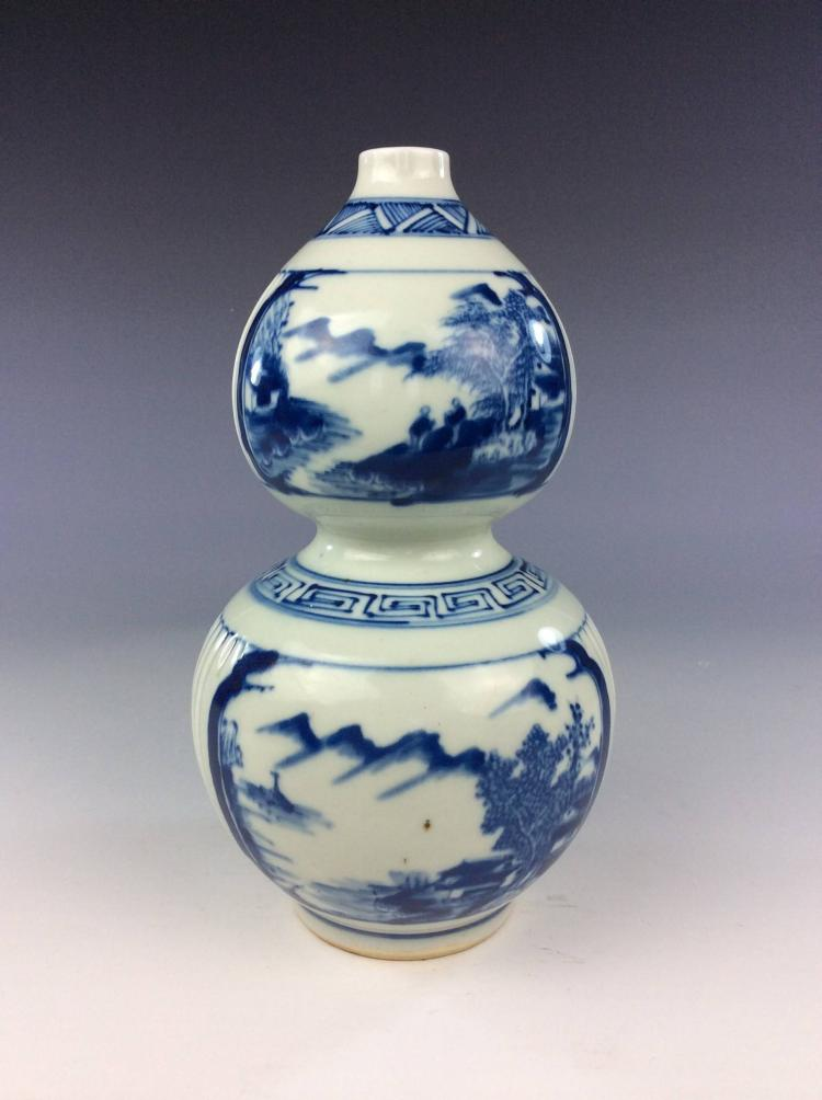 Fine Chinese porcelain blue & white glazed vase