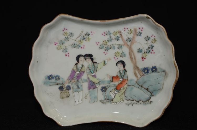 Late Qing Chinese Porcelain Plate, famille rose glazed, decorated
