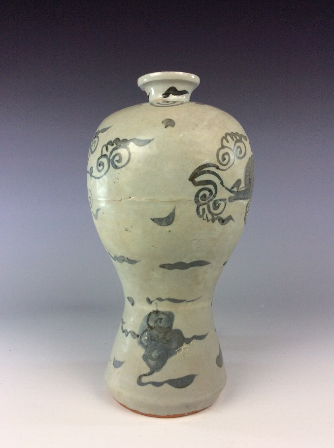 Chinese blue and white meiping vase decorated with clouds pattern.