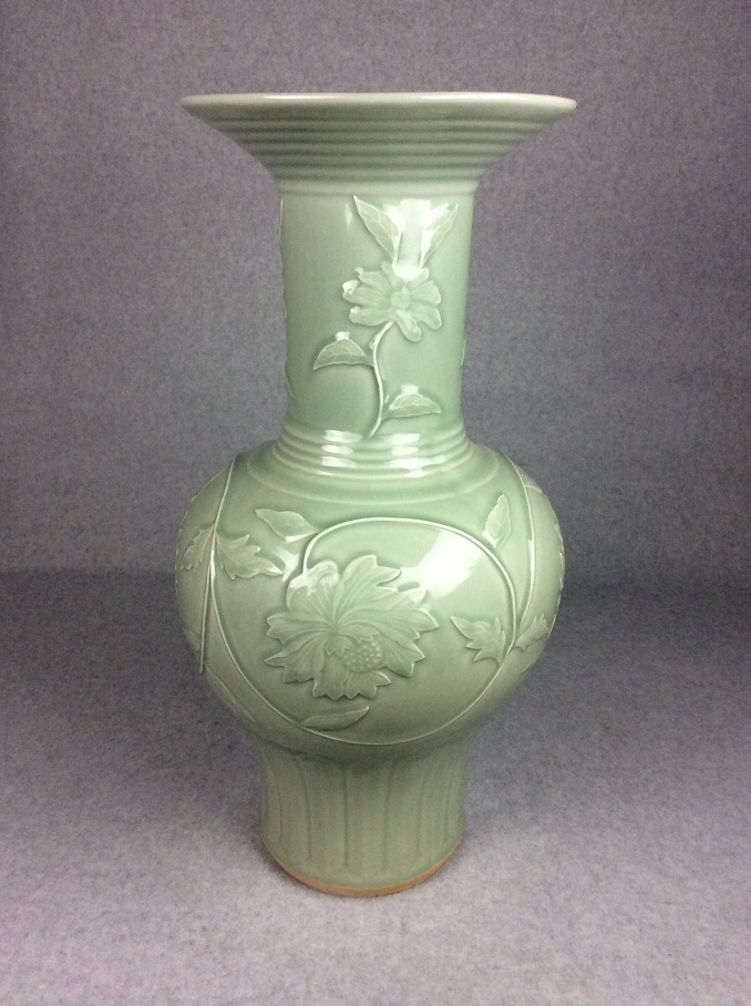 Large Chinese celadon glazed porcelain vase, decorate & marked
